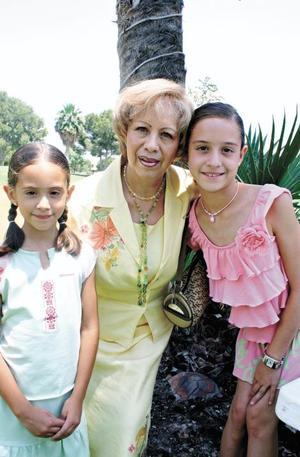 Yolanda H. de Pedroza con Natalia y Kitzia Pedroza