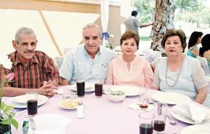 Manuel Martínez, Pedro y Lupita Haro y Carmen Martínez