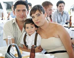 Ricardo Fernández, Ricardo Fernández Valenzuela y Mary Carmen Valenzuela