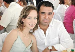 Lizette Aguiñaga de Helguera y Ramón Helguera