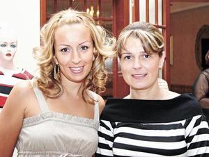 Georgina de Maturino y Adriana de González