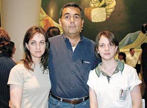 <I>¡YO MADRE, YO HIJA!</I><P> Rosario, Eduardo y Pili Mireles