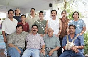 Don Hernando Garrido con sus hijos Rafael, Ricardo, Carlos, Roberto, Luis, Hernando, José, Soco, Jorge, Paco y Roberto Garrido