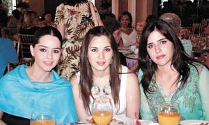 Luly Álvarez de Jaidar, Daniela Cepeda y Brenda Dávila