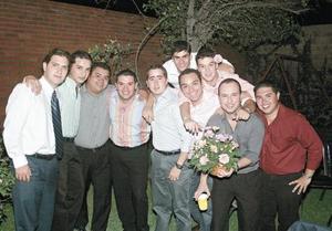 Ernesto Lorda Solórzano festejando con sus amigos