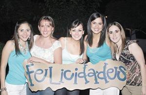 <I>SE GRADÚAN</I><P> Bety Fernández, Pamela Grageda, Marcela Enríquez, Gilda Moreno y Claudia Torres