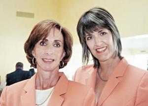 Caro Flores y Cristy Fernández de Gutiérrez