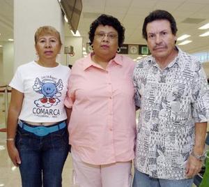 Cornelio Terrones, Cecilia y Luz Mejía viajaron a Los Ángeles