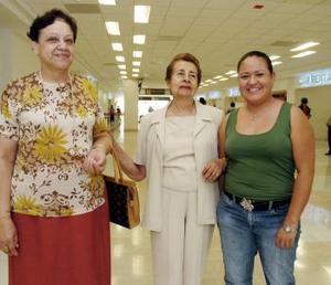 <b>11 de junio</b><p> Consuelo Molina viajó a Tijuana y fue despedida por Marcela Estrada y María de la Luz Sánchez