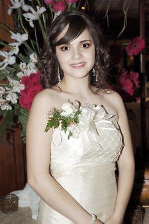 Edna Sofía Cueto recibió felicitaciones por su próximo enlace matrimonial.