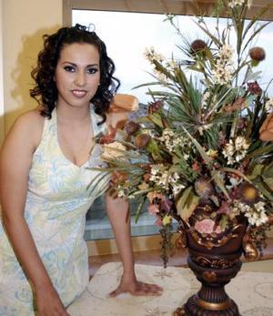 Claudia Estrella Mijares Flores recibió numerosas felicitaciones, en la despedida de soltera que le ofrecieron por su cercano enlace matrimonial con Héctor Barro