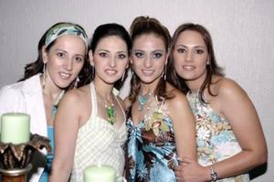 <b>13 de junio </b><p> Rocío Borbolla Vargas acompañada de sus hermanas Susana Borbolla de Pámanes, Ana Isabel Borbolla de Sifuentes y Mónica Borbolla de Núñez, quienes le organizaron una reunión con motivo de su próxima boda
