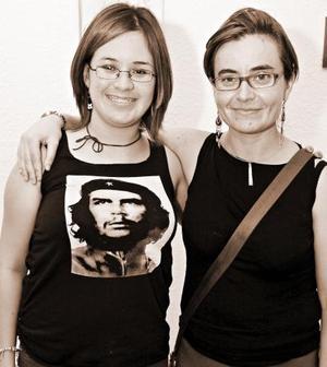 Esther Arce Barceló y Gaby Caballero.