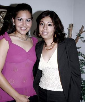 Aracely López Rodríguez y Mayra Alvarado, en reciente festejo social