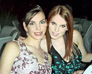 <b>12 de junio </b><p>  Susana Estrada y Lupita Estrada de Álvarez.