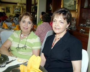 Rosa Alicia Valdés y Angélica G. de Madero.