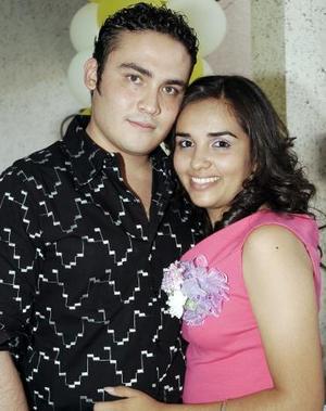 Daniel García Ortiz y Martha Patricia Luna Villa contraerán matrimonio el primero de julio, y por ello disfrutaron de una despedida de solteros hace unos días.