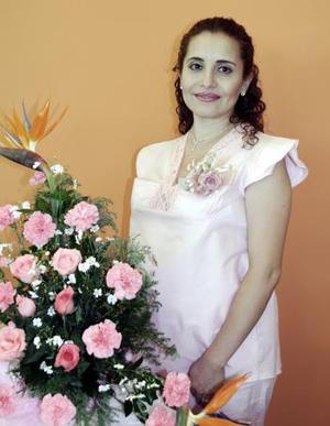 <b>12 de junio </b><p> Yaneth Galván de Rodríguez espera el nacimiento de sus gemelitas, motivo por el cual un grupo de familiares le preparó una reunión de canastilla