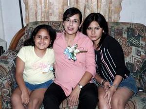 Blanca Isabel Peralta de Gallegos espera el nacimiento de su tercer bebé, y por ello, disgrutó de una fiesta de canastilla.