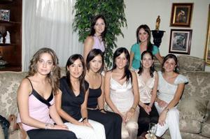 Ale de García, Claudia Estrada, Andrea Valencia, Ileana Garza, Dora Valdés, Mónica Borbolla y Nancy Perella le ofrecieron una despedida a Bertha Agulera Norales, quien el próximo  25 de junio contraerá matrimonio..