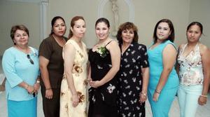 Nadia Flores Aguiñaga, acompañada por un grupo de amigos en una de sus últimas despedidas