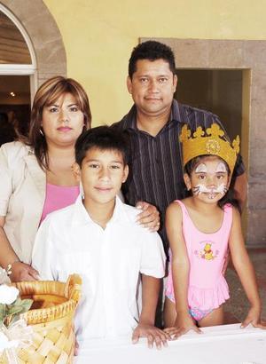 Adolfo e Ysel Delgado NIño festejaron sus cumpleaños, con un convivio que les ofrecieron sus papás, Adolfo Delgado Huerta y Edith Niño Valdivia en diás pasados.