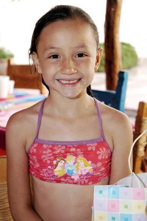 Mónica López Ramírez cumplio ocho años de vida, y los celebró con un alegre convivio