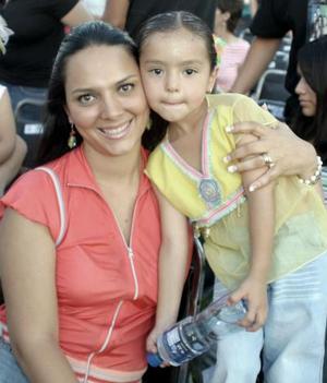 Mónica López y su hija Aixa.