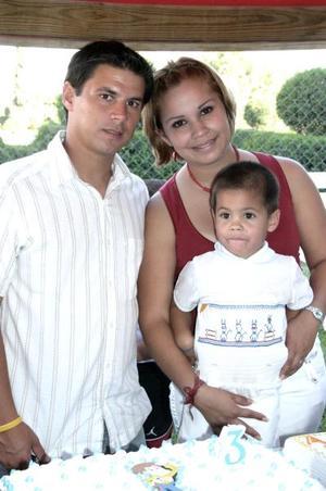 Por su tercer cumpleaños, el pequeño Axel Armendáriz Van Der Elst fue festejadob con una merienda por sus papás, José Francisco Armendáriz y Lorely Van Der Elst de Armendáriz.