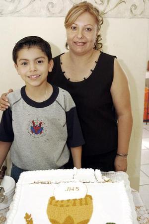 Yamile Everardo Luján Cisneros en compañia de su mamá, Susana Luján, quien le preparó una alegre reunión por su noveno cumpleaños en días pasados.