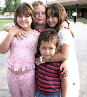 Gina, Ricky, Andrea y Sergio Alatorre Morales.