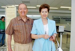 <b>13 de junio</b><p> José María y María de la Paz de Iduñate viajaron a Ixtapa.