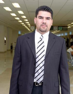 Enrique Cota viajó a la Ciudad de México.