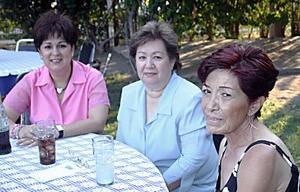 <b>13  junio </b><p> Virginia Ibarra, Tere Jáuregui y Virginia de Valerio, en reciente fiesta.
