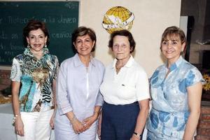 <b>14  junio </b><p> Tere Quintero de Cantú, Alicioa Esquivel de Cárdenas y Rocío Villarreal de Juan Marcos, junto a Odile Moreau.