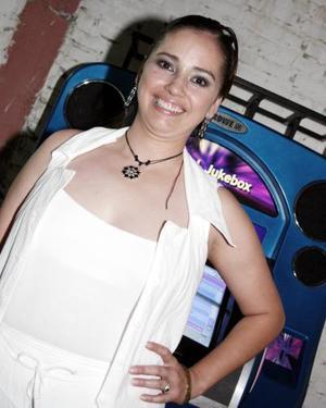 Ana Luisa Cabelaris Castillo, captada en reciente festejo social.