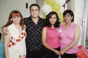 Martha Patricia Luna Villa y Daniel García Ortiz, disfrutaron de una despedida de solteros que le organizaron Irma Ortiz y Martha Esthela  Villa por su próxima boda.