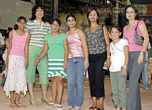 Lupita de Murra, Lizeth y Natalia Murra, Susana de Murra, Marian Murra, Laura y María Córdova.