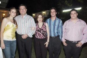 Hernán Cepeda y Susana Amaranta de Cepeda acompañados de sus hijos Celina, hernán y Andrés.