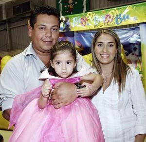 Renata Ganem festejó sus dos años de edad, con una fiesta infantil organizada por sus padres, Salvador y Angélica Ganem.
