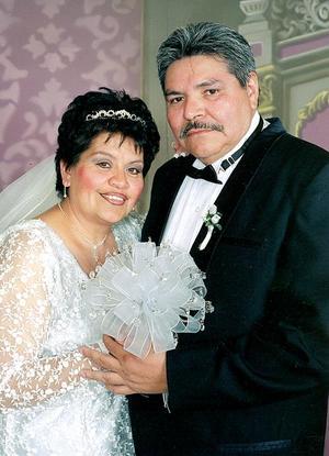 Sr. Víctor Manuel De León Ávila y Sra. Rosa María García De León celebraron  25 años de matrimonio.