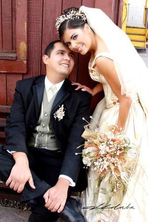 Sr. Jorge Armando López Martínez y Srita. Yaszmín Montaño Torres contrajeron matrimonio el día 23 de abril en la capilla de la Inmaculada Concepción.