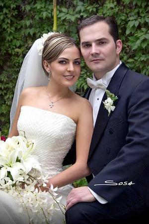 Dr. José Antonio Serna y L.A.E. Georgina Cantú contrajeron matrimonio el pasado 16 de abril en la parroquia de Nuestra Señora de la Encarnación