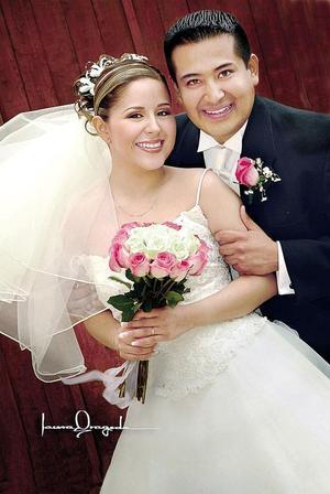 Ing. Carlos A. Collins Sánchez y la Srita. Alma E. Alemán contrajeron nupcias el pasado nueve de abril de 2005 en la parroquia de Los Ángeles.