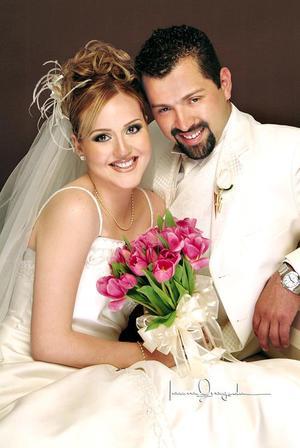 Lic. Jorge Aarón Salazar Lugo y Lic. María Abril Rivas Morales contrajeron matrimonio el pasado 23 de abril en la capilla de la Casa de Cristiandad.