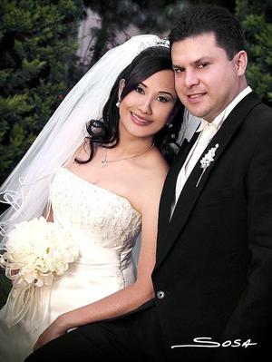 Sr. Jorge Abraham González Barrón y Srita. Sofía Irene Durán Téllez recibieron la bencidión nupcial en la parroquia Los Ángeles el 30 de abril de 2005