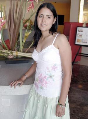 Marcela Ayala Alanís, captada en la despedida que le organizaron un grupo de amigas por su futura boda.