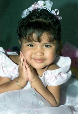 Yobana Marlene Hernández cumplió tres años, y los festejo con un convivio familiar organizado por sus papás.
