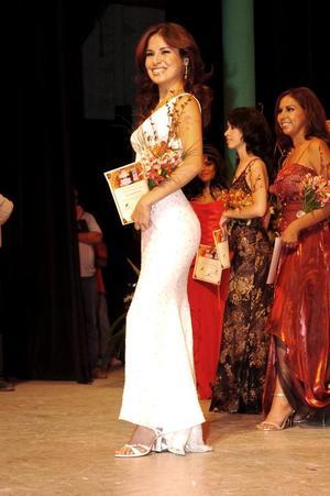 en la ultima etapa, las chicas realizaron una pasarela todas ellas vestidas elegantemente por Mitzy