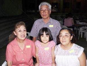 Masahiko Takahata, Rosalinda Takahata, Mildori de Lira y Kiyomi Lira